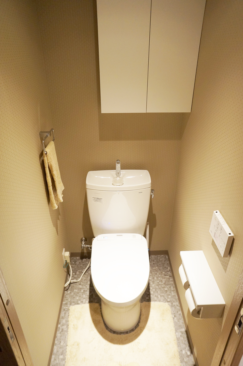 戸建て トイレ のリフォーム施工事例 壁紙で驚く程印象がかわったシックなトイレ空間 大希企画株式会社